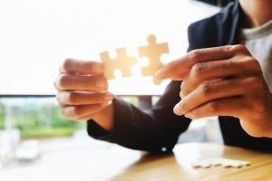 Businessman hands connecting jigsaw puzzle.